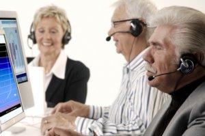 пенсионеры за работой
